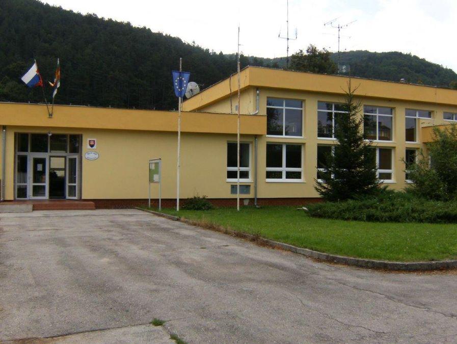 8c8b260f9 Obecný úrad - Obec Hrachovište
